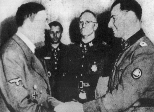 Hitler et Degrelle en 1944 (source : L'Express belge)